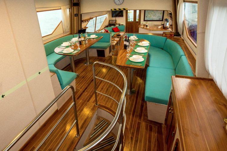 Nortada yacht saloon
